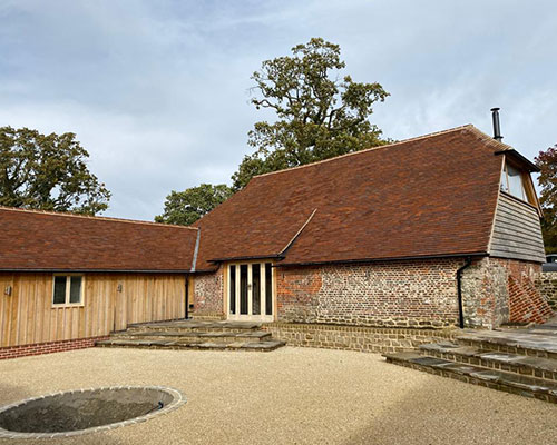 Spicer Tiles are proud to supply handmade roof tiles to Manorwood Construction.